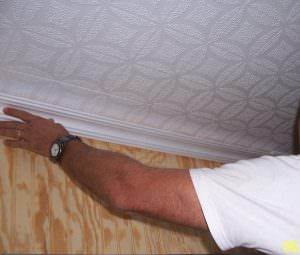 How to install crown moldings